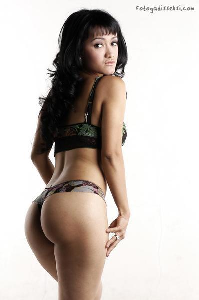 julia-perez-bugil-b2.jpg