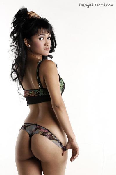 foto artis telanjang, artis bugil, artis seksi, artis indonesia foto sarah azhari